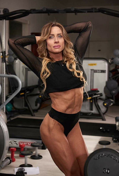 personal trainer professionista e qualificata ti aiuta per ritornare in forma e rassodare il tuo corpo